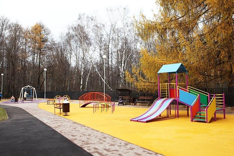 Окунитесь в историю и развлечения в парке «Сокольники»