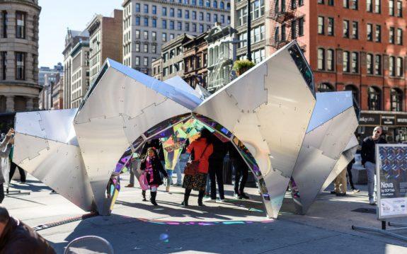 Огромный калейдоскоп Nova от Softlab в Нью-Йорке