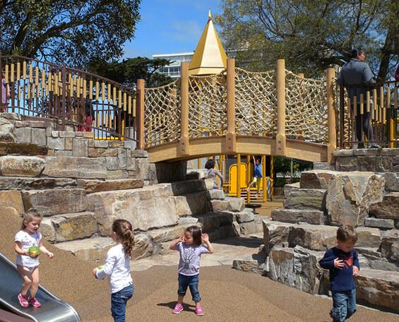 Каменная горка в Лафайет парке