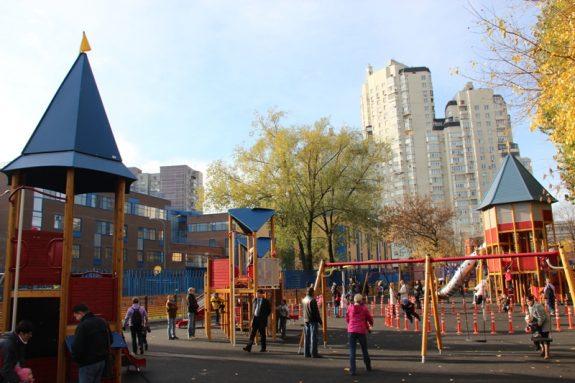 Детские площадки в парках и скверах Москвы
