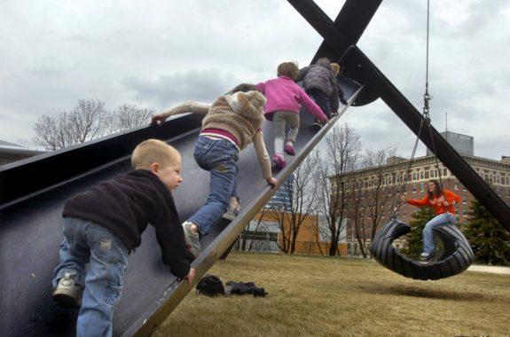 Детские абстрактные скульптуры