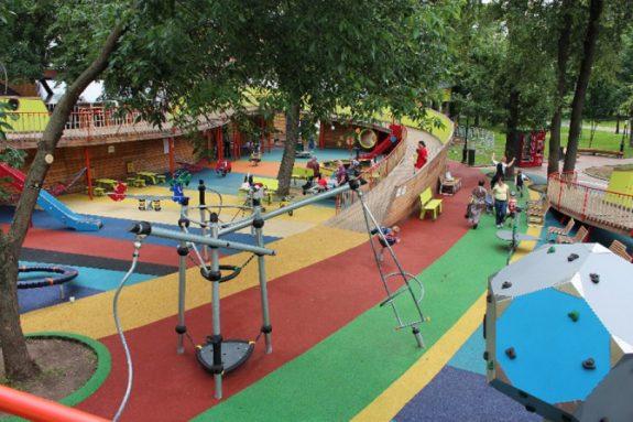 Детские площадки в парках Москвы